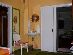 yläkerran toinen makuuhuone, jossa wc