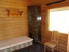 kuva saunarakennuksessa olevasta huoneesta
