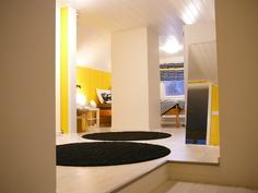 Portaista yläkerran aula/makuuhuonetilaan