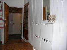 Eteisestä kylpyhuoneeseen ja ovi portaikkoon