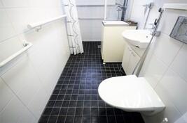 Myös toinen wc, sekin uudehko