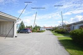 Pihapiiriä ja autopaikat