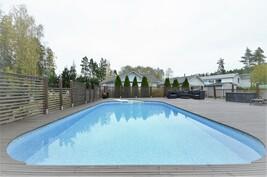 Ihana aurinkoinen uima-keidas kesällä, talvella vähän viileämpi