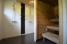Kylpyhuone saunaosastolla
