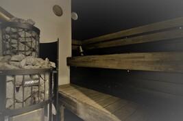 Tässä saunassa voi nauttia pehmeät löylyt puukiukaasta