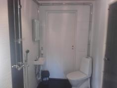 Suihku ja wc(käynti terassile).