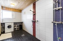 Pesuhuone / khh tila alakerrassa
