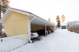 Autokatospaikka ja sen yhteydessä oma ulkovarasto