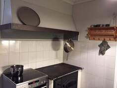 Kuva keittiön puu- ja sähköhelloista