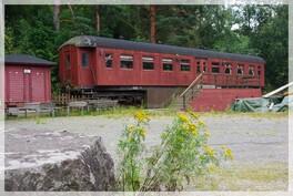 Pihalla on myös aito junanvaunu