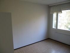 Takapihan puoleinen makuuhuone