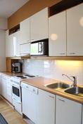 Vaalea moderni keittiö