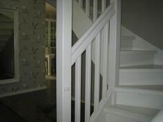 Eteinen. Oksakosken Puunjalostuksen portaat koivua, lapsiportit kummassakin päässä.
