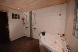 Kylpyhuone..