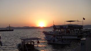 auringonlasku Gullukin lahdelle