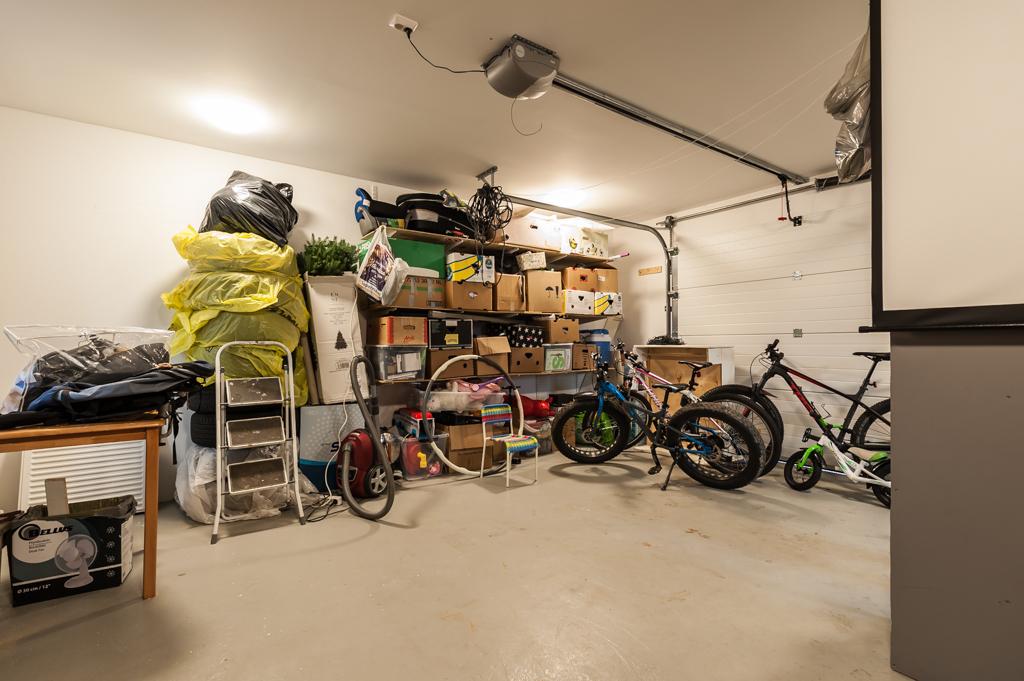 Lämmin nosto-ovellinen autotalli/varasto n. 36 m²
