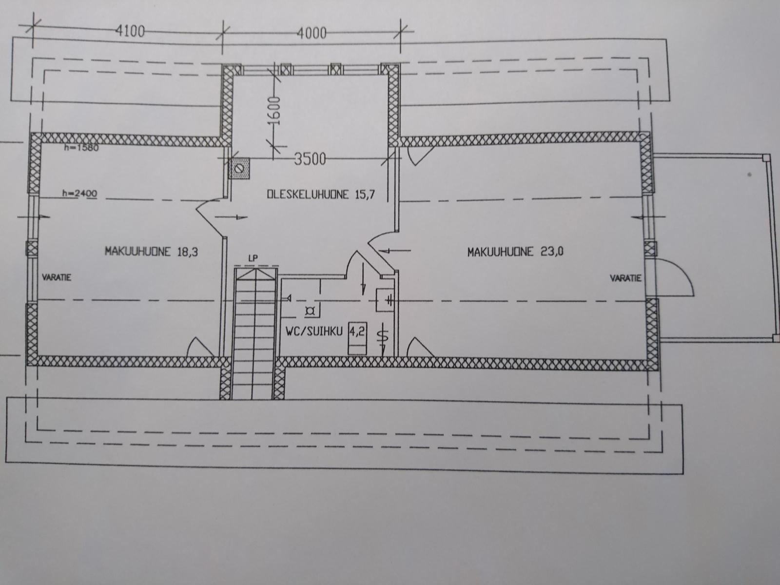 Yläkerran pohjakuva (kuvasta poiketen yläkerrassa ei ole suihkua)