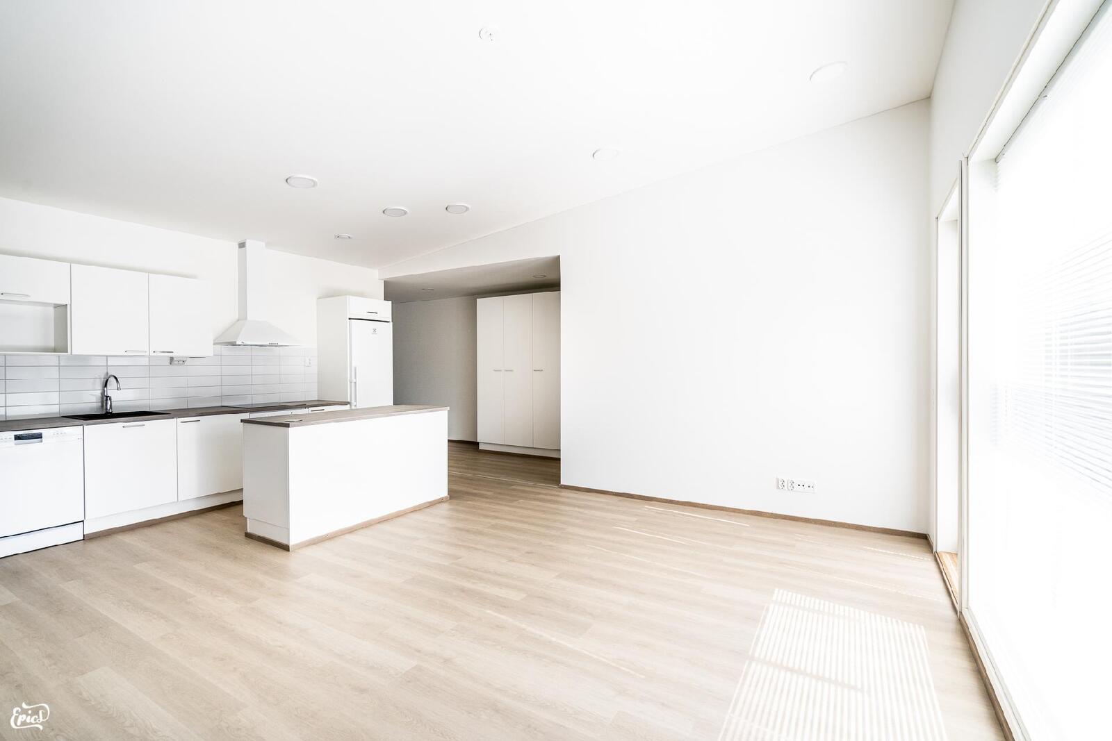 Olohuone / keittiö (kuva viereisestä Asunto Oy Valkeakosken Antin ranta I asunnosta)
