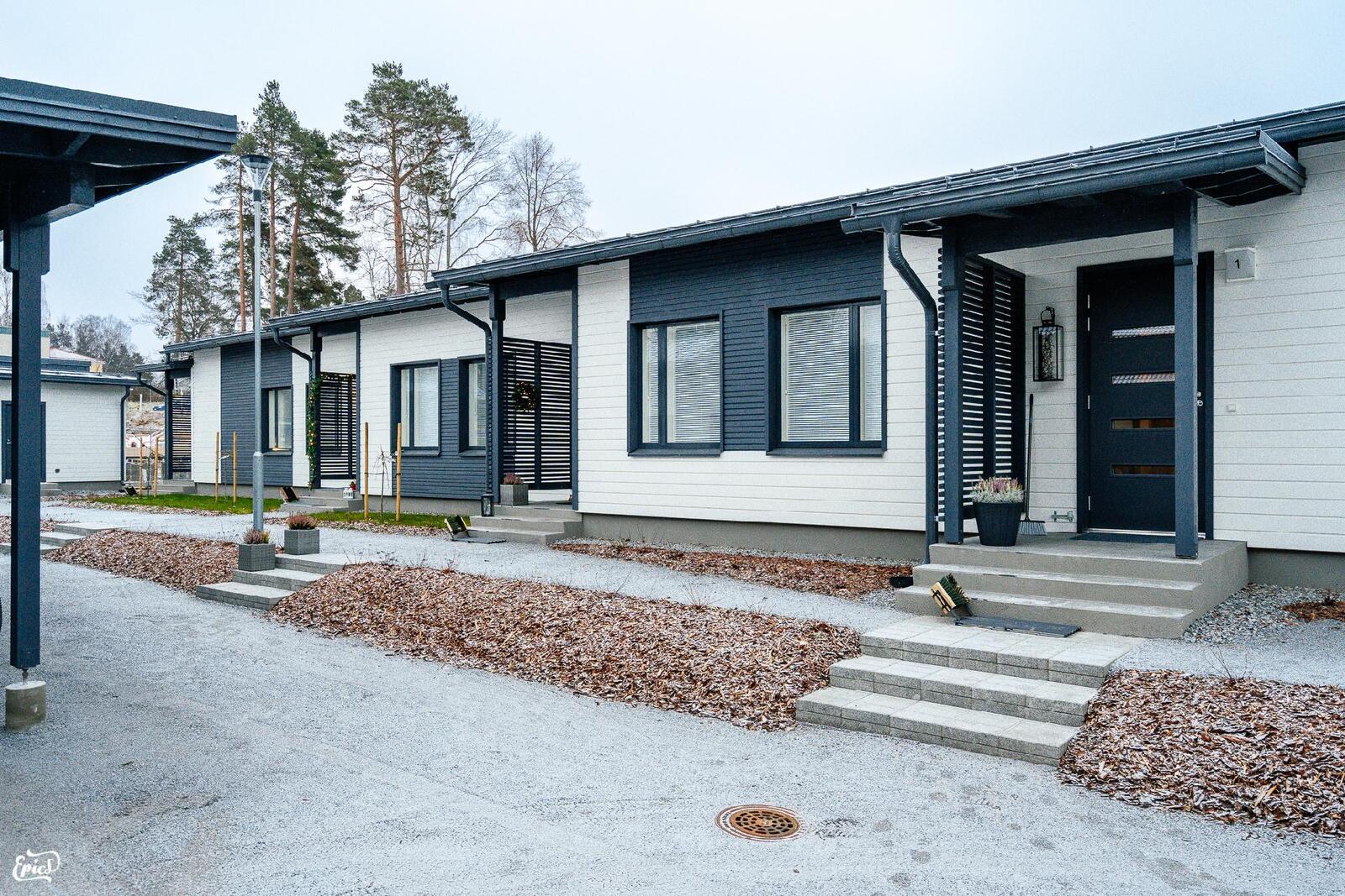 (kuva viereisetä Asunto Oy Valkeakosken Antin ranta I talosta 12/2020 )