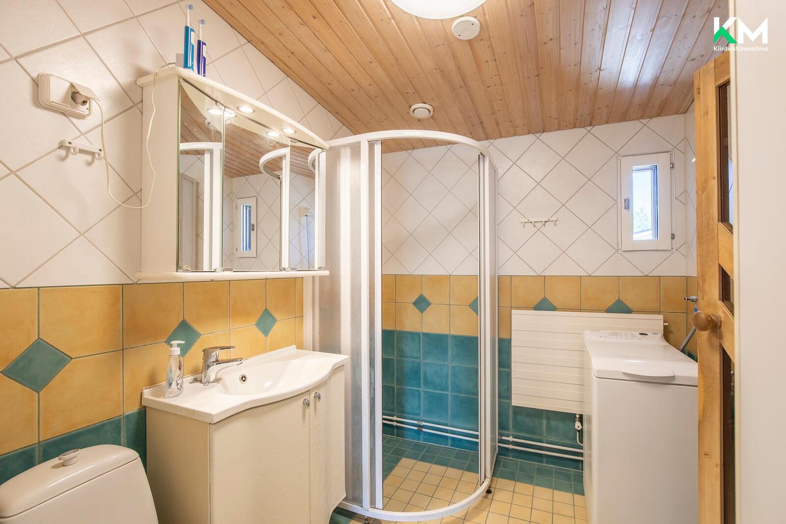Kylpyhuone on päivitetty 2000-luvun alussa
