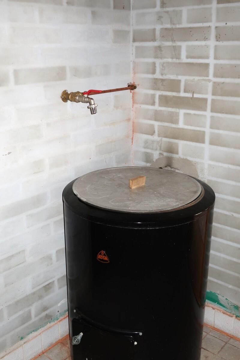 Pesuhuoneeseen tulee vesi kaivosta