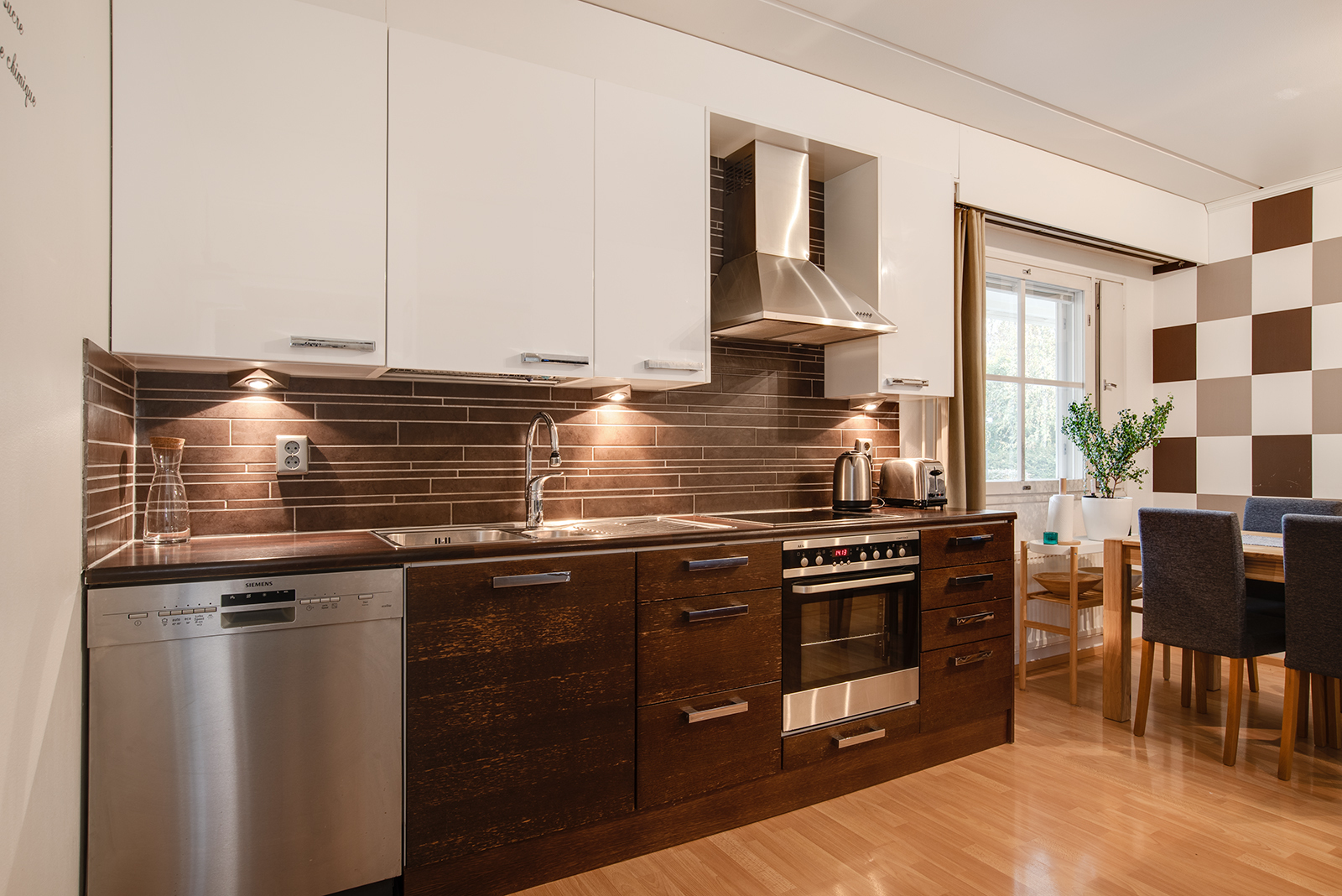 Modernin tyylinen keittiö/ Kök i modernt stil