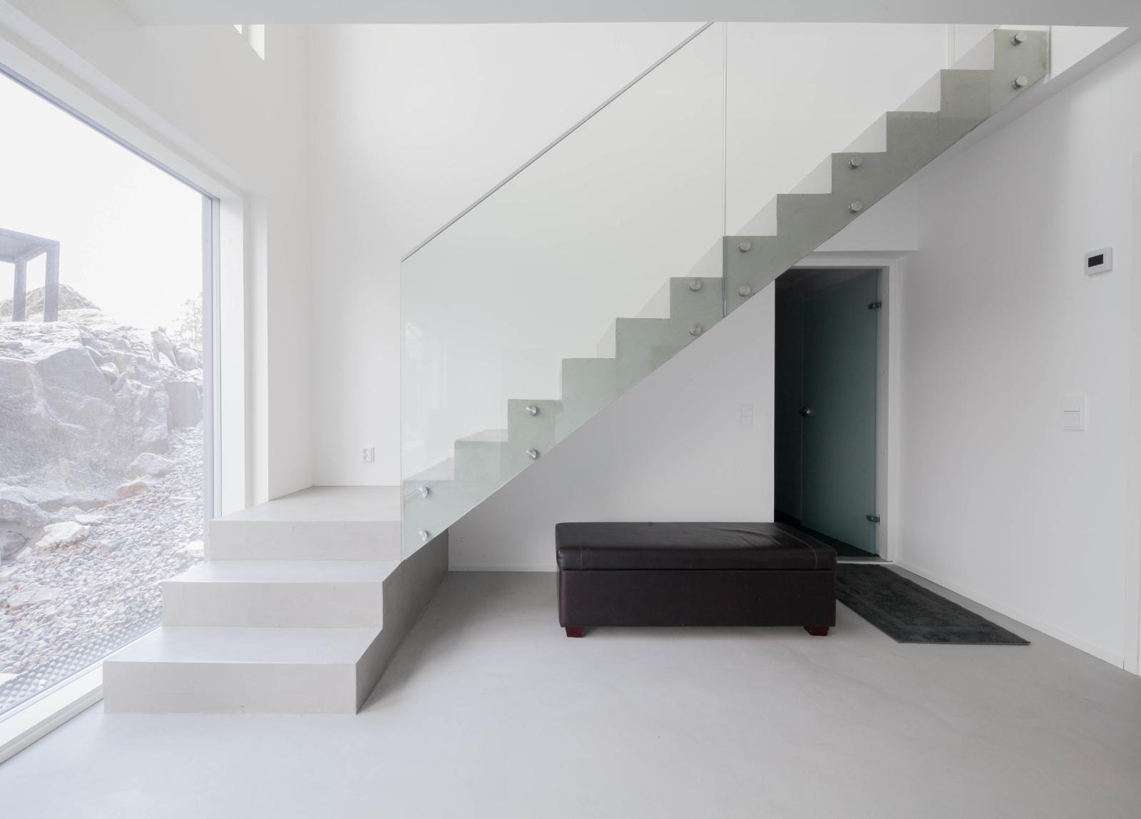 Esittelytalo A:n portaikko