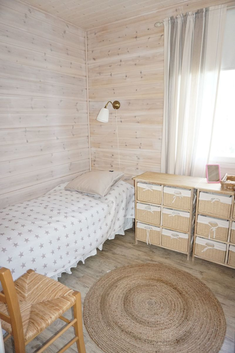 Keittiön ja olohuoneen välissä oleva makuuhuone