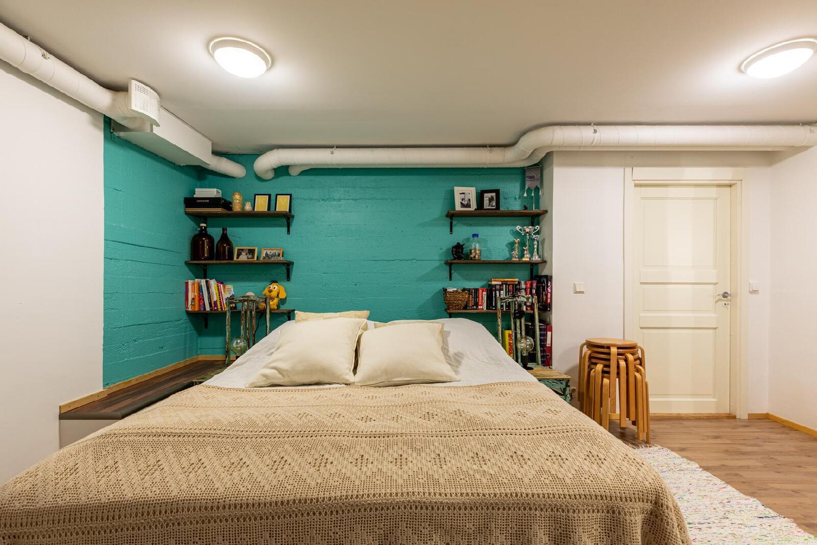 makuuhuone kellarikerroksessa