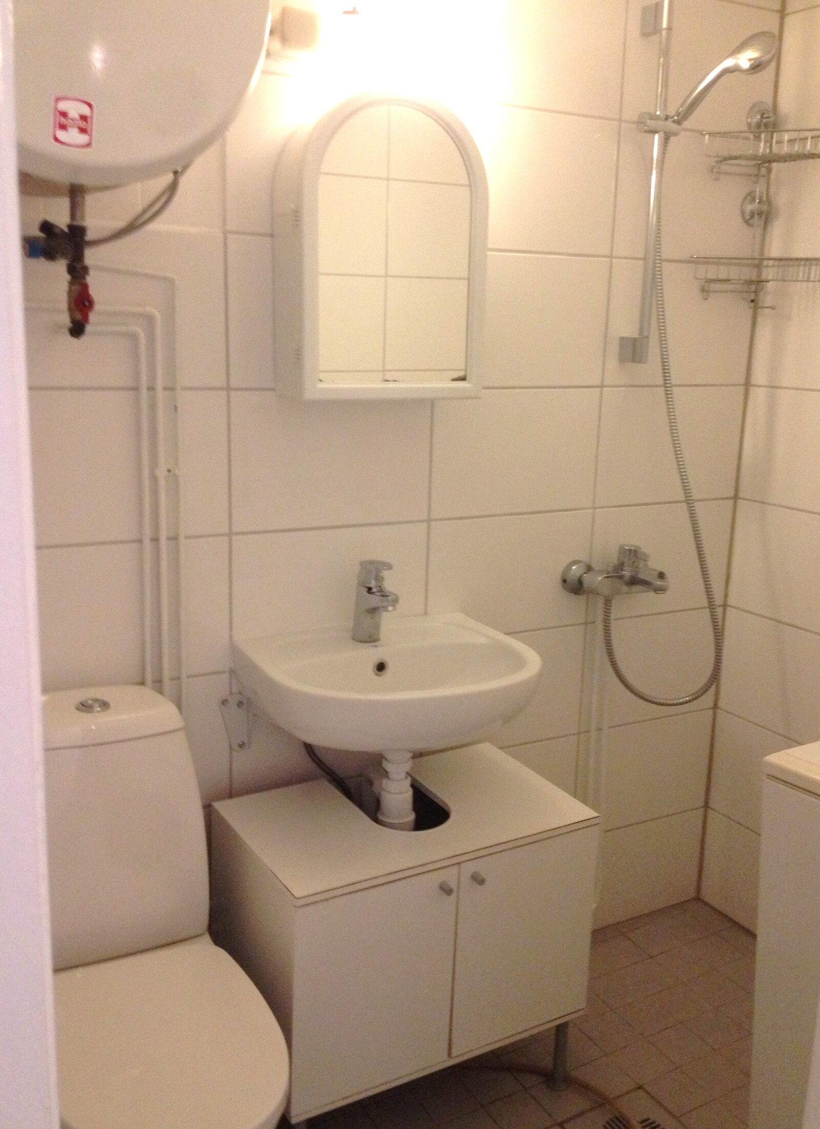 yläkerran asunnon kylpyhuone