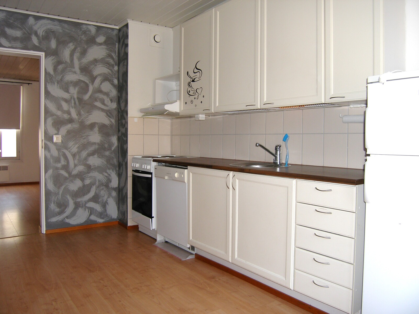 isomman asunnon keittiö