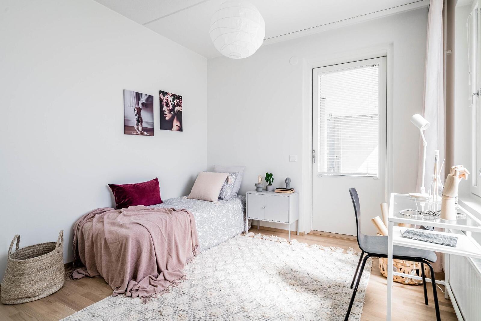Esittelyasunto C60, 2h, k, s, 51 m², makuuhuone 2, käynti parvekkeelle
