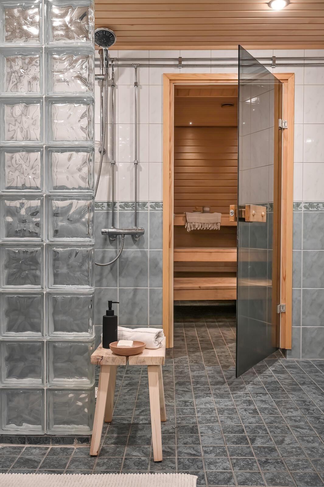 Alimman kerroksen saunaosasto