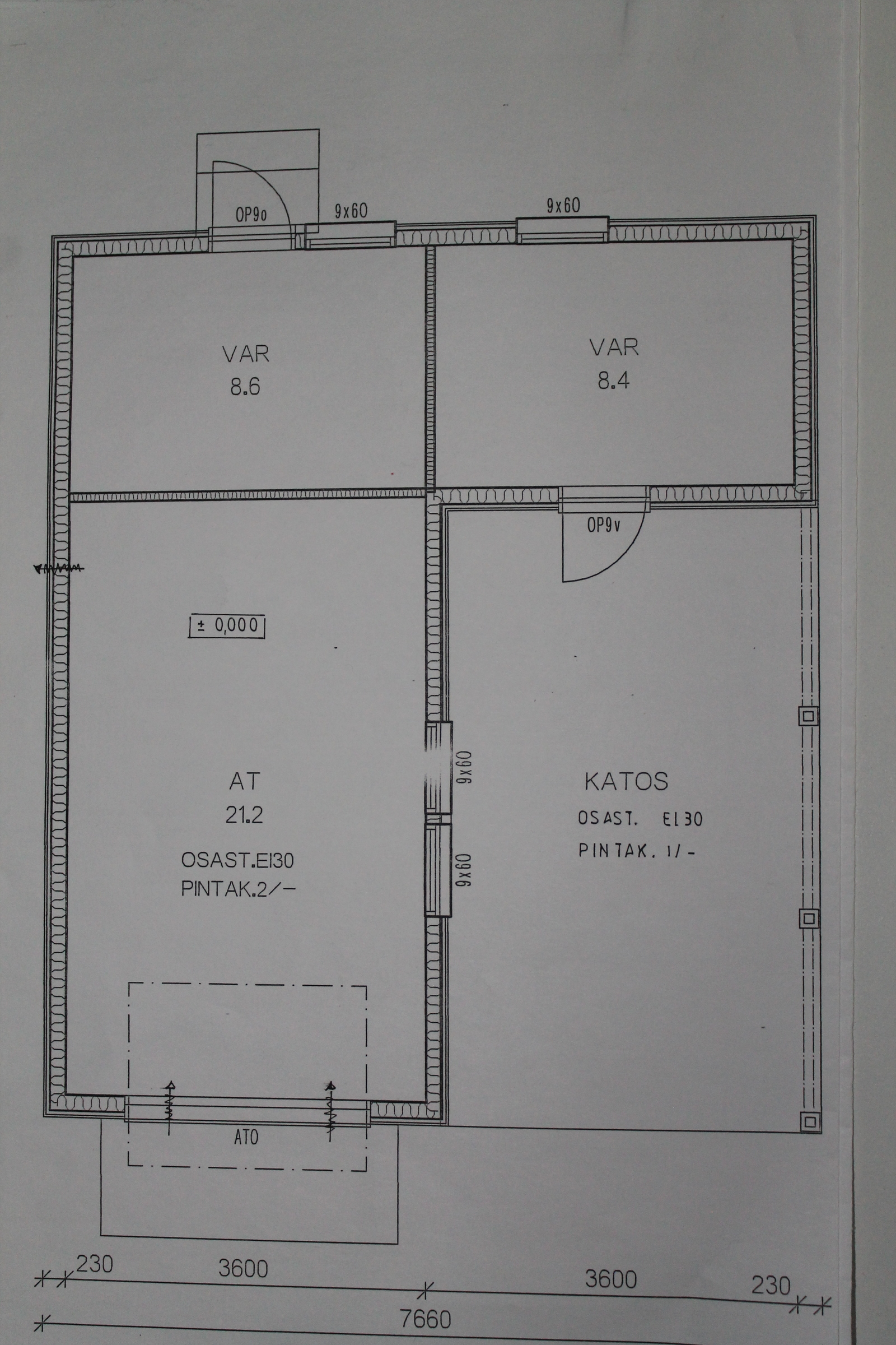 Tallin ja päätyvaraston välissä ei ole seinää. Soveltuu hyvin myös varastoksi tai harrastetilaksi.