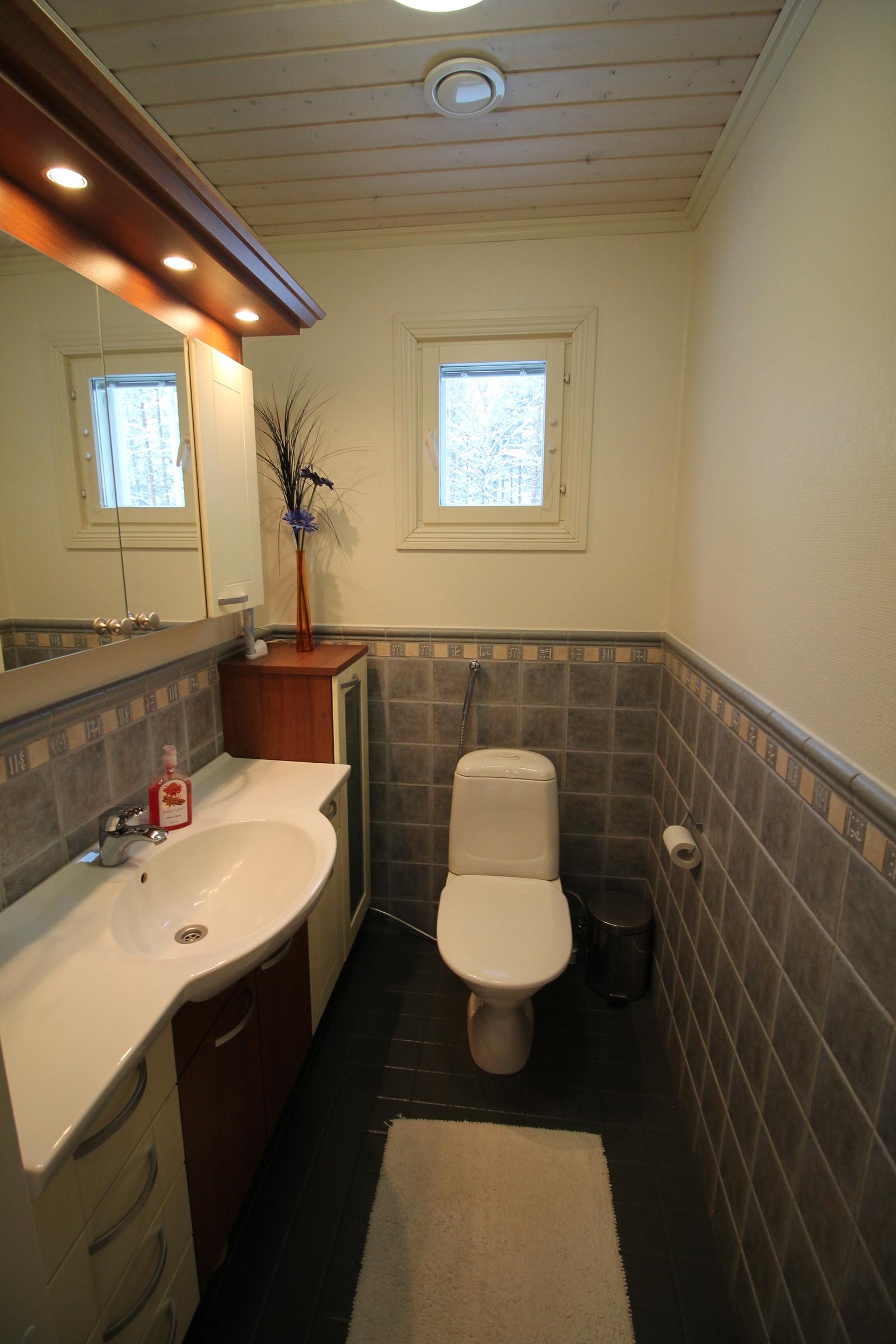 Käytävän päässä oleva wc.