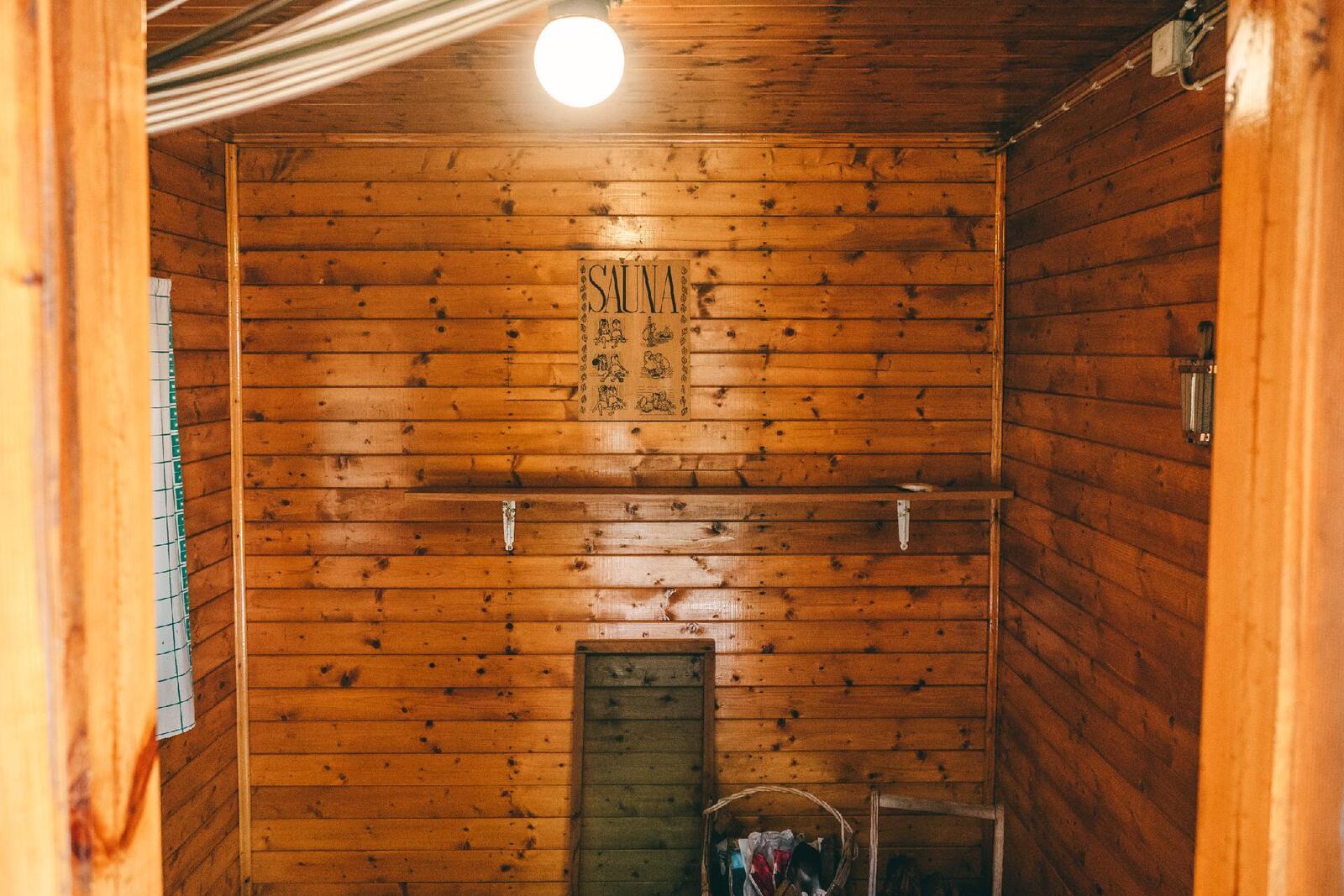 Saunarakennuksen pukeutumistila