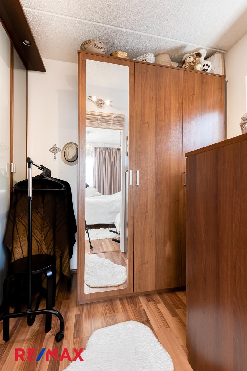 Vaatehuone makuuhuoneen yhteydessä