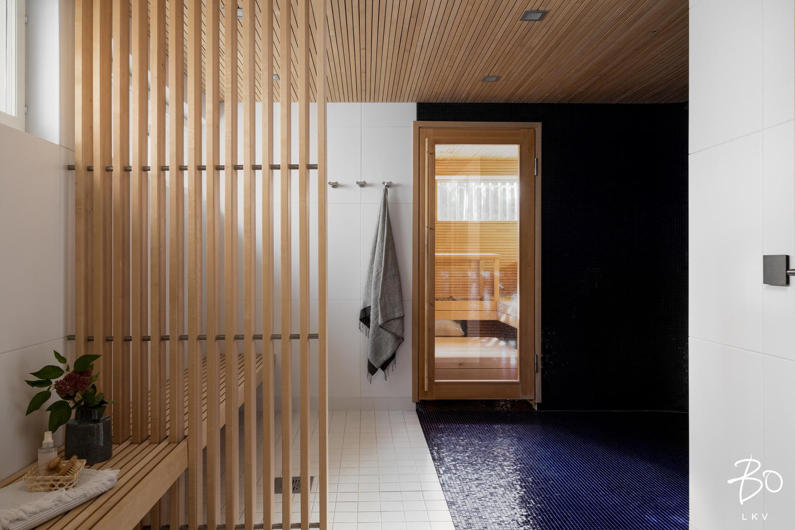 Talon saunaosasto sijaitsee alimmassa kerroksessa