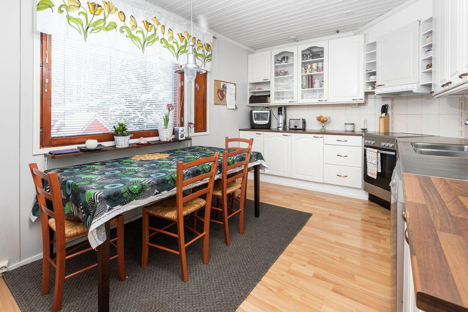 1. asunnon keittiö