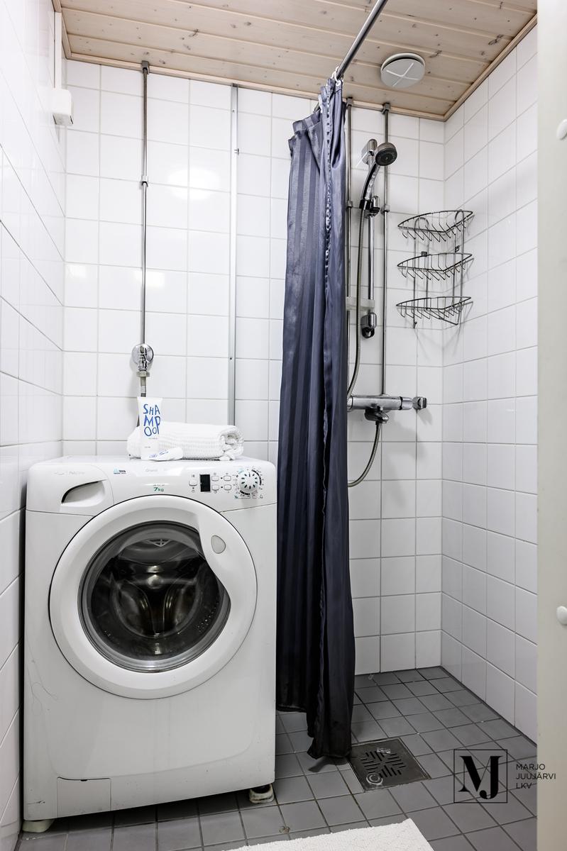 Suihku ja pesukonepaikka
