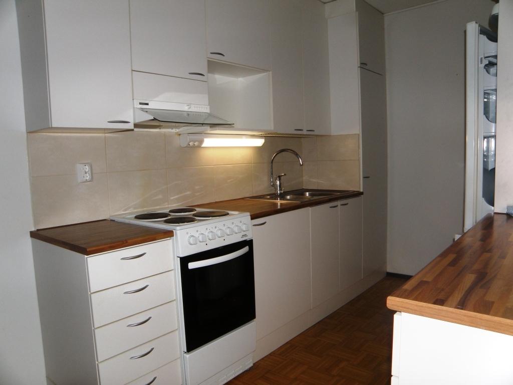 Keittiö on uusittu koneineen v. 2012.