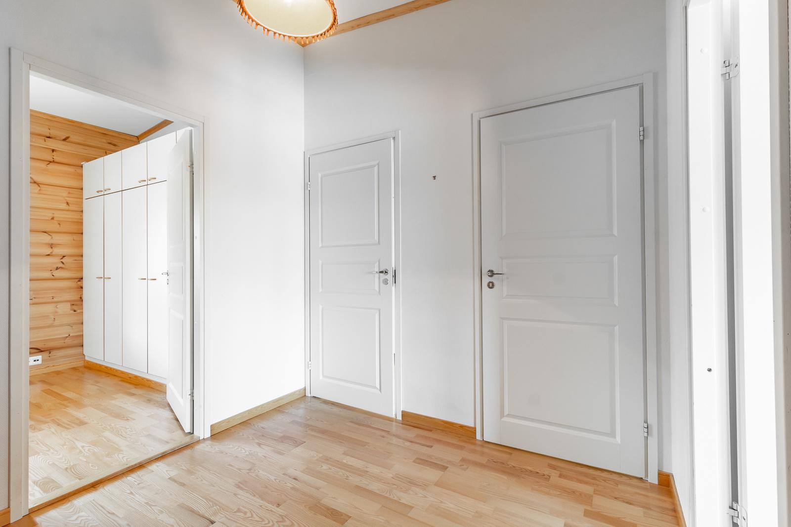yläkerran aula / Aula på övre våning