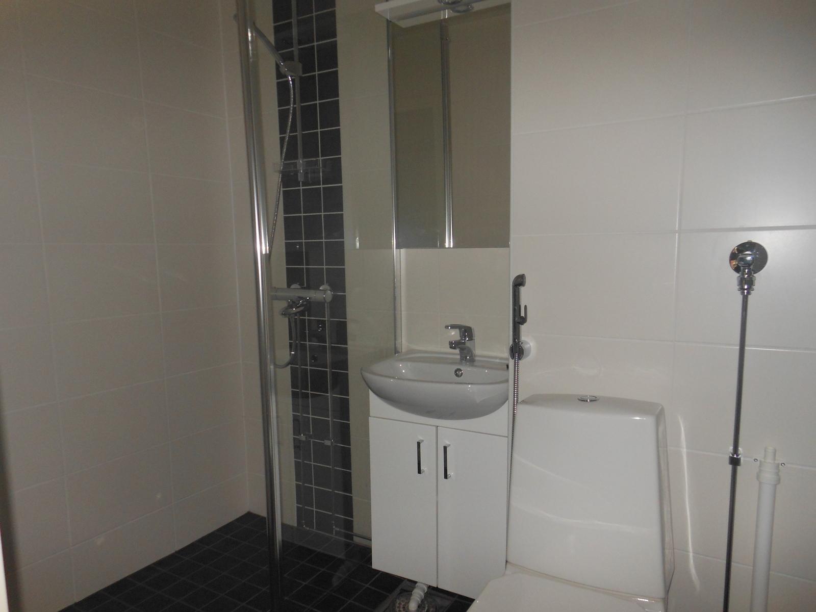 Kylpyhuoneessa pesukoneliitäntä