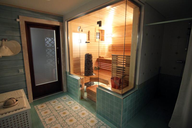 Päärakennuksen sauna.