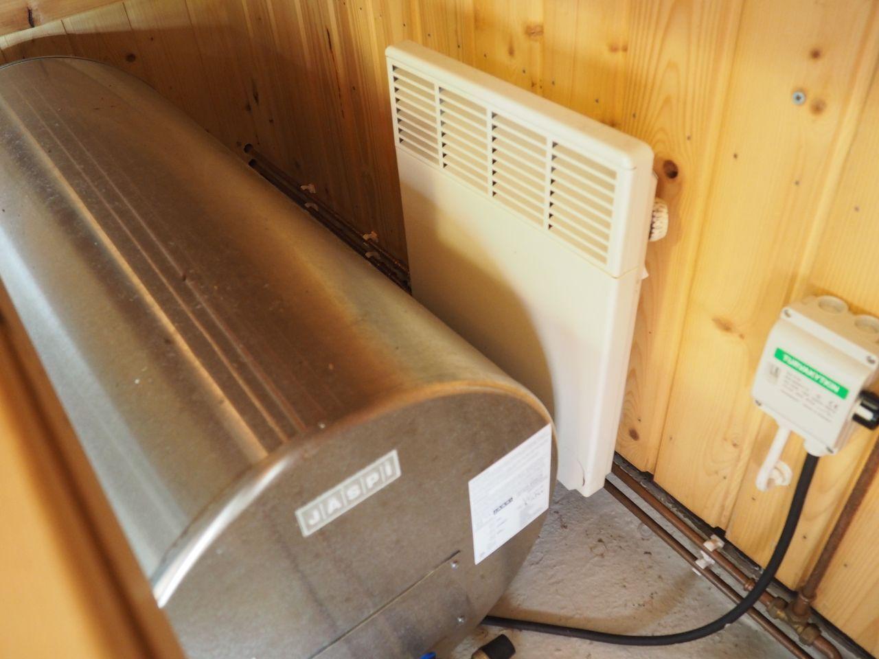Lauteiden alla oleva lämminvesivaraaja