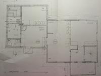 Pohjakuvasta poiketen wc:n tilalla khh ja wc takkahuoneen nurkassa