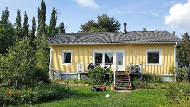 Talo pihan puolelta
