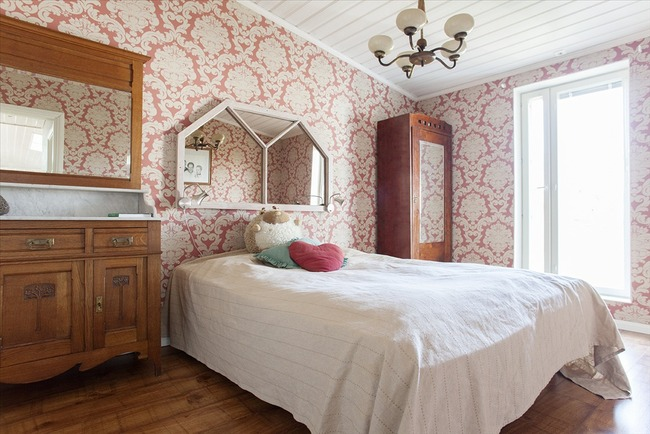 Yläkerran makuuhuone 1 - Övre våningens sovrum 1