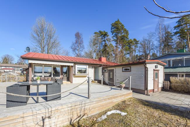 Julkisivu ja terassi / Fasad och terrass