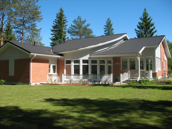 Neulaskuja 1 talon aurinkoiselta terassilta
